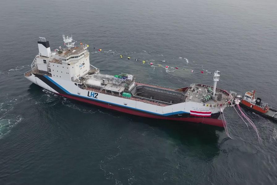Un navire transporteur d'hydrogène liquide présenté au Japon