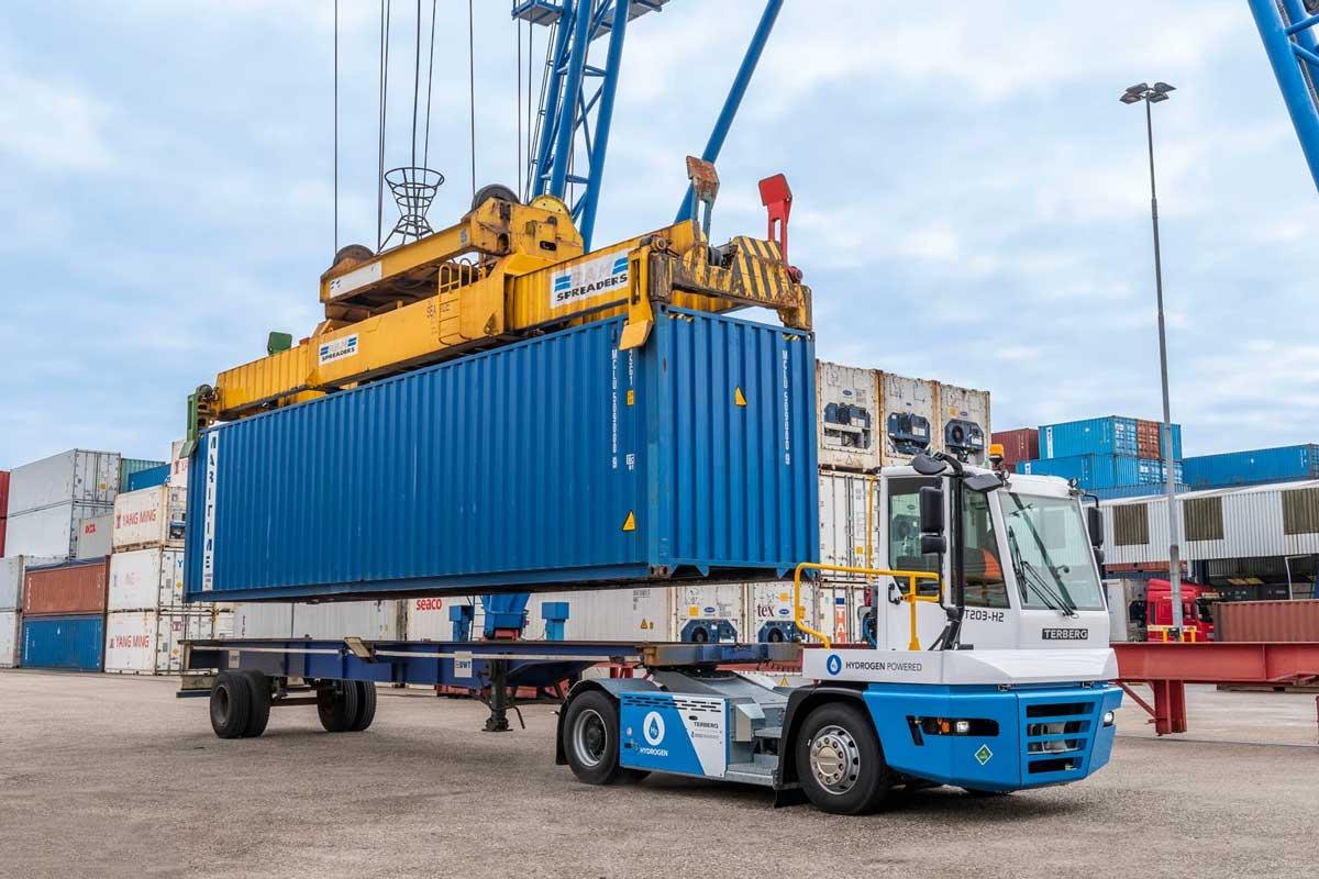 Terberg teste un porte-conteneurs à hydrogène dans le Port de Rotterdam