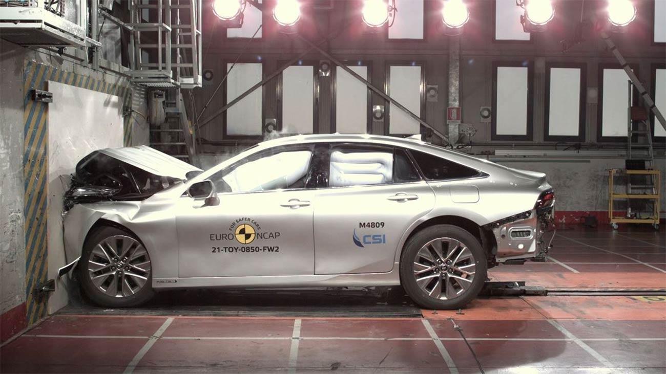 Voiture hydrogène : la Toyota Mirai passe l'épreuve du crash-test
